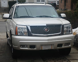 Cadillac Escalade white with premium package must see!! image 2