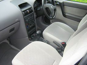 VAUXHALL ASTRA AUTOMATIC (4speed) 5door CLUB- (ltd-Edition) image 5