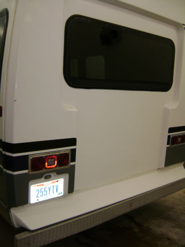 1992 Ford E-Series Van image 2