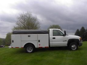 2007 GMC 3500 UTILTIY TRUCK WITH 6.6 DIESEL DURAMAX AND ALLISON 4X4 image 1