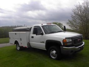 2007 GMC 3500 UTILTIY TRUCK WITH 6.6 DIESEL DURAMAX AND ALLISON 4X4 image 3