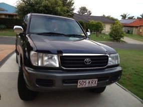 2002 Toyota Landcruiser 100 series (negotiable) image 1