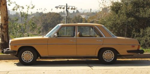 1976 Mercedes-Benz 200-Series image 1