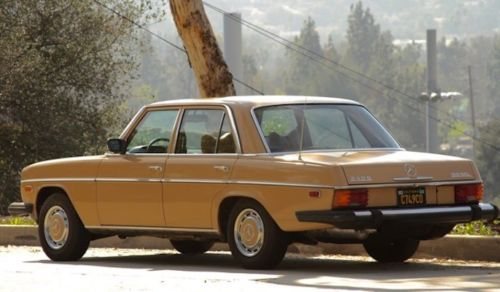1976 Mercedes-Benz 200-Series image 3