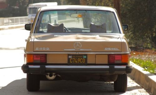 1976 Mercedes-Benz 200-Series image 5