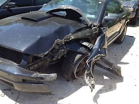 TOTALED FOR PARTS 2006 Ford Mustang V6