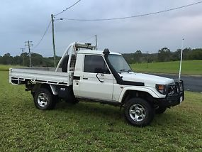 Toyota Landcruiser (4x4) (2005) Ute 5 SP Manual 4x4 (4.2L - Turbo Diesel) image 1