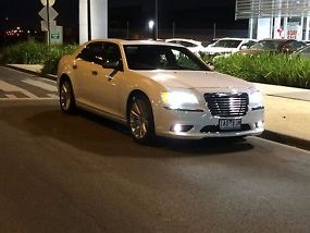 hardly used 2013 chrysler 300 c luxury my12. Black Bedroom Furniture Sets. Home Design Ideas