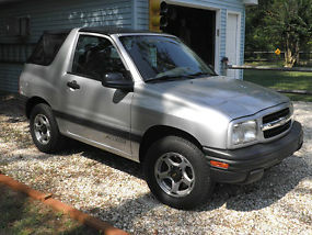 2001 Chevrolet Tracker Base Sport Utility 2-Door 2.0L