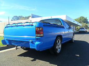 1993 vp commodore ute, electric blue, drives well, very good body and paint image 3