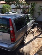 1999 Volvo V70 Base Wagon 4-Door 2.4L image 2