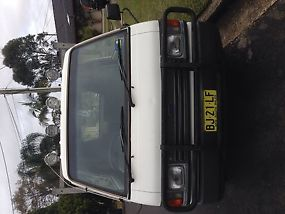 Ford Econovan Maxi (1990) Cab Chassis 5 SP Manual (2L - Carb) image 1