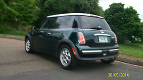 2004 Mini Cooper Base Hatchback 2-Door 1.6L image 2