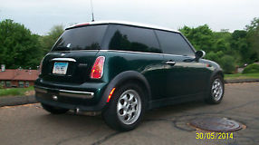 2004 Mini Cooper Base Hatchback 2-Door 1.6L image 4