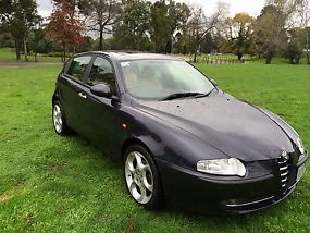 Alfa Romeo 147 Selespeed (2003) AUTO,4/15 REG,RWC,108,000 klms,leather,alloys. image 2