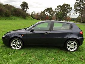 Alfa Romeo 147 Selespeed (2003) AUTO,4/15 REG,RWC,108,000 klms,leather,alloys. image 4