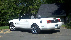2007 Ford Mustang Convertible Deluxe