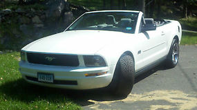 2007 Ford Mustang Convertible Deluxe image 1