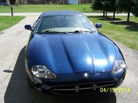 1999 Jaguar XK8 Base Convertible 2-Door 4.0L image 2