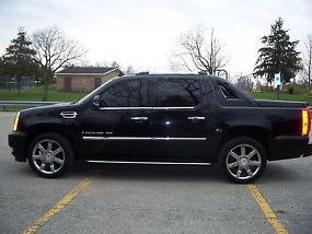 2007 Cadillac Escalade EXT Crew Cab Pickup 4-Door 6.2L - Immaculate image 2