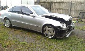 MERCEDES BENZ E500 FOR WRECKING OR PARTS