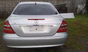 MERCEDES BENZ E500 FOR WRECKING OR PARTS image 2
