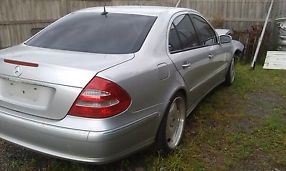 MERCEDES BENZ E500 FOR WRECKING OR PARTS image 3