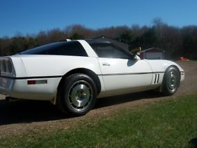 1987 Chevrolet Corvette Base Hatchback 2-Door 5.7L image 3