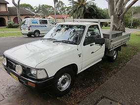 1997 Toyota Hilux 5 speed manual Cab Chassis image 3