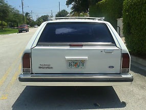 1989 Ford LTD Crown Victoria LX Wagon 4-Door 5.0L RUNS AND LOOKS FANTASTIC LOOK image 4