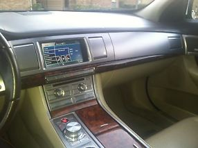 2009 Jaguar XF Premium Luxury Sedan 4-Door 4.2L image 1