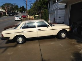 1983 240 D, stick shift. image 4