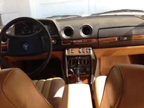 1983 240 D, stick shift. image 6