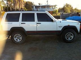 Jeep Cherokee Sport (4x4) (1996) 4D Wagon 4 SP Automatic 4x4 (4L - Electronic... image 3