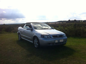 2003 VAUXHALL ASTRA COUPE CONVERTIBLE BERTONE SILVER STUNNING EXAMPLE 1.8 16V image 2