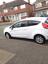WHITE FORD FIESTA ZETEC 2011 1.2 PETROL FULL SERVICE HISTORY MOT AND TAX