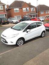 WHITE FORD FIESTA ZETEC 2011 1.2 PETROL FULL SERVICE HISTORY MOT AND TAX image 1