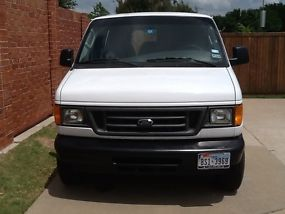 2005 FORD E350 EXTENDED VAN WITH A 6.0 DIESEL ENGINE AND SEATS 4 PEOPLE image 1