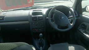 Renault Clio 1.4 16v Expression 5 Door Manual image 3
