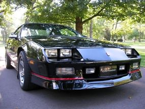 1990 chevrolet iroc z28 convertible time capsule 26k original miles. Black Bedroom Furniture Sets. Home Design Ideas
